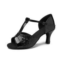 zapato-baile-salon-latino-mujer-negro-sujeto-empeine